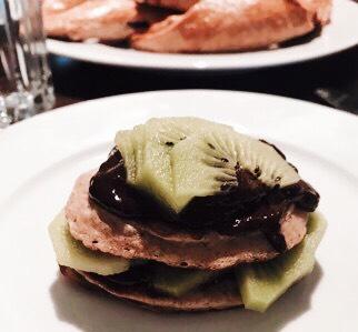 Glutenfreie Pancakes mit zuckerfreier Schokocreme